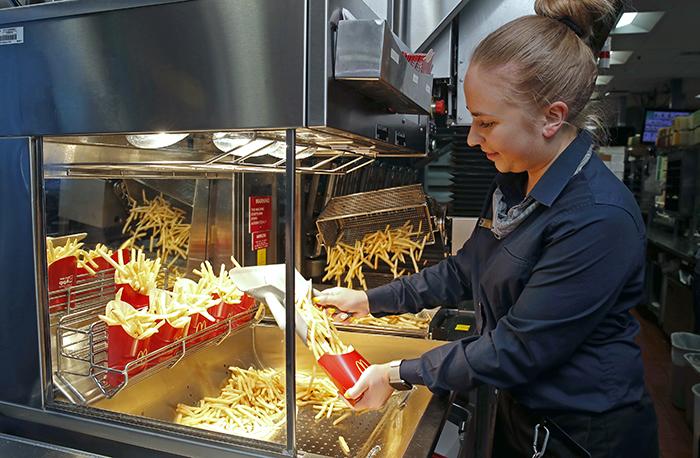 人工智慧幫你點餐、炸薯條才能得來速!麥當勞用AI當服務生