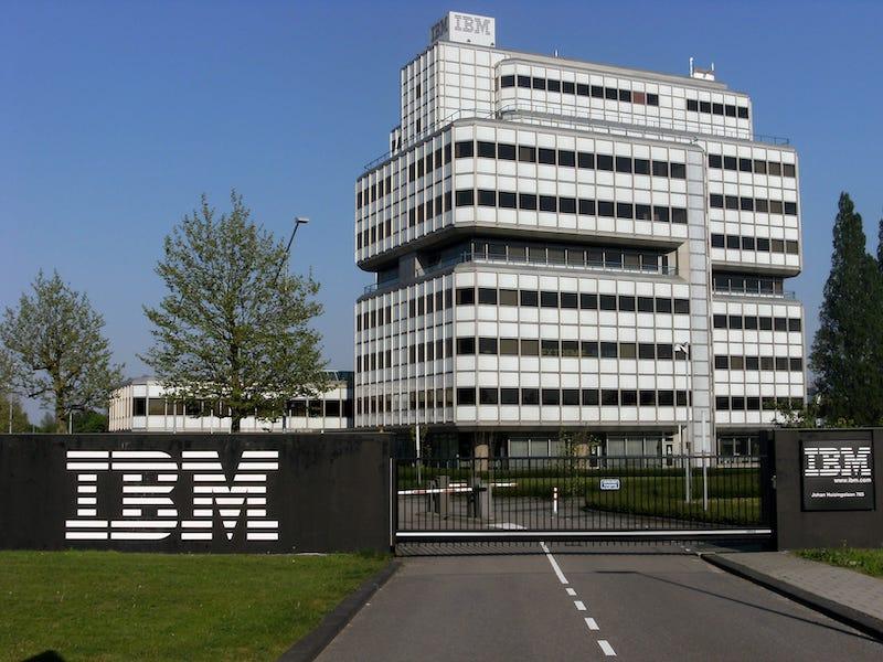 IBM背書!入行AI人工智慧必學Python的8大理由