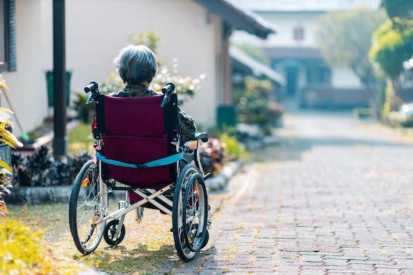 阿茲海默症老年人示意圖